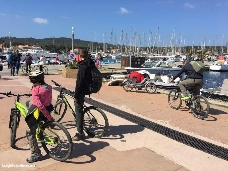 All'arrivo al porto, sulla sinistra, diversi punti noleggio bici di ottime marche