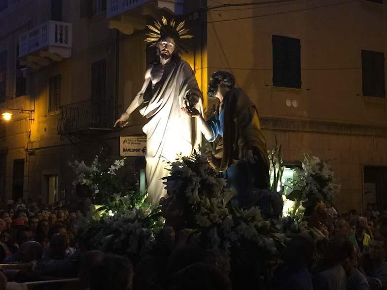 Statua di San Pietro con Gesù