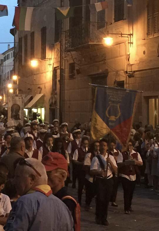 La banda che accompagna la banda per la festa di San Pietro
