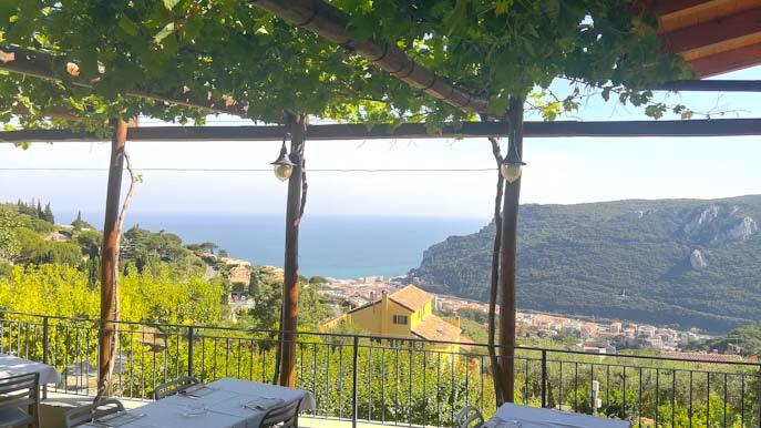 Panorama dalla terrazza del ristorante da cucco