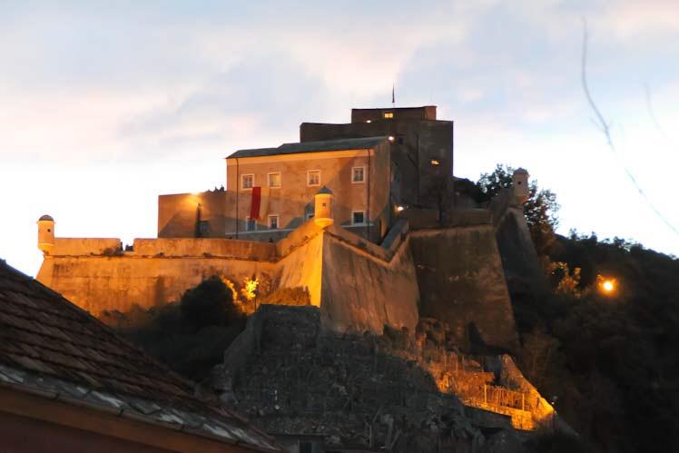 Castel San Giovanni di sera