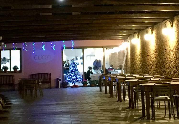 L'esterno del ristorante a Natale