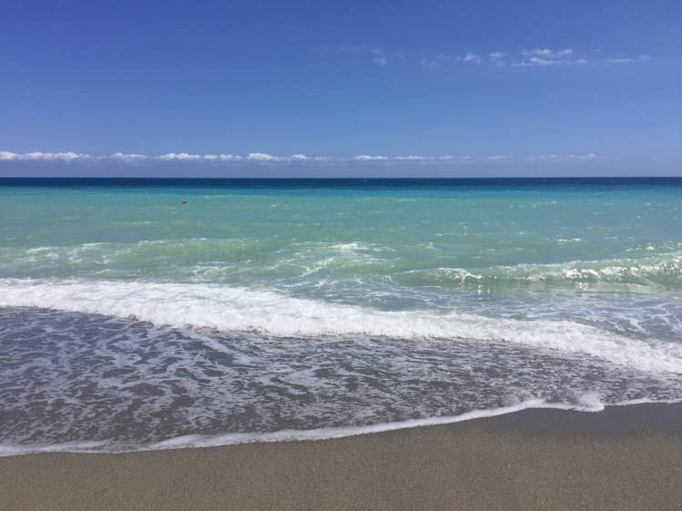 Mare azzurro a Finale Ligure