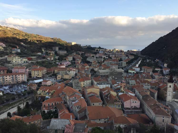 Vista su Finalborgo da Castel San Giovanni