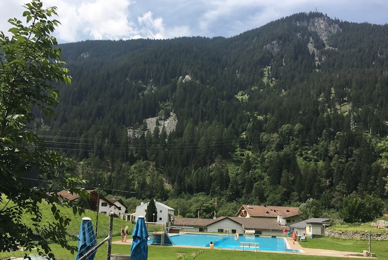 Piscina accanto alle terme di andeer