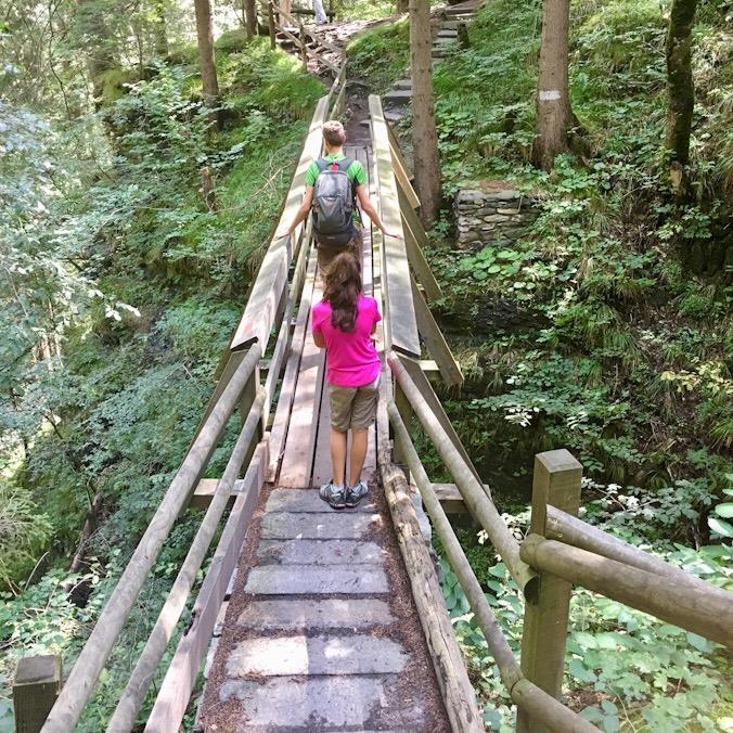 Il ponte sopra la cascata