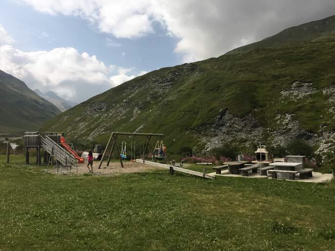 Area picnic al sentiero delle marmotte in svizzera