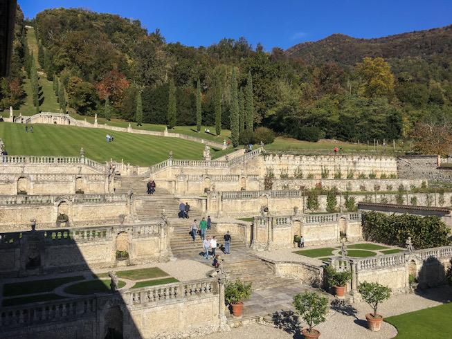Scalinata a terrazzamento a Villa Della Porta Bozzolo
