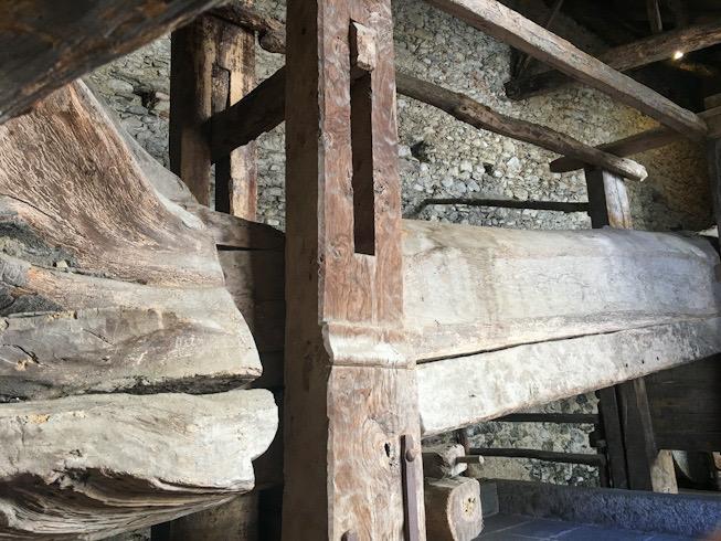 Antico torchio ai rustici di Villa Della Porta Bozzolo