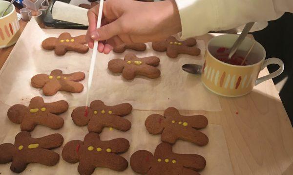 Omini di pan di zenzero: simpatici segnaposto natalizi