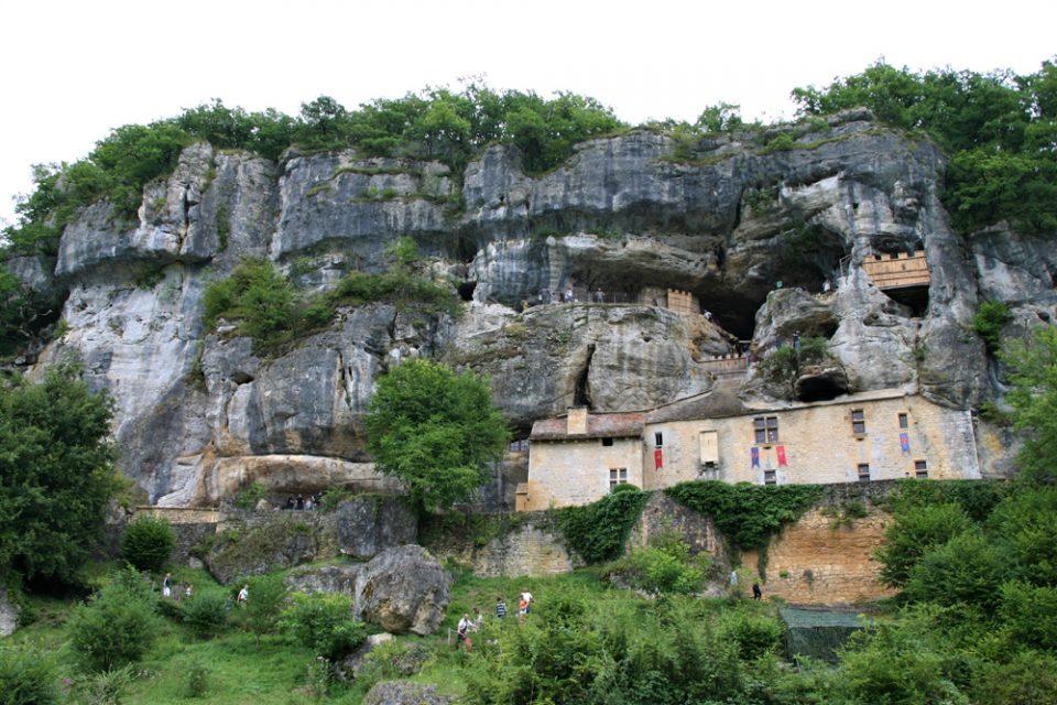 maison forte de reignac casa fortificata nella roccia in francia