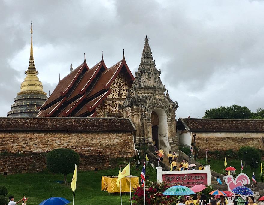 Tempio di Lampang e carrozze con cavalli, lungo il nostro itinerario in Thailandia