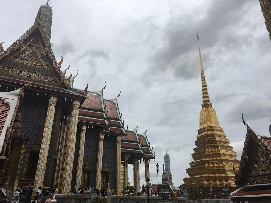 Complesso del Wat Phra Kaew dove si trova il Buddha Di smeraldo, tappa da non perdere in un itinerario in Thailandia