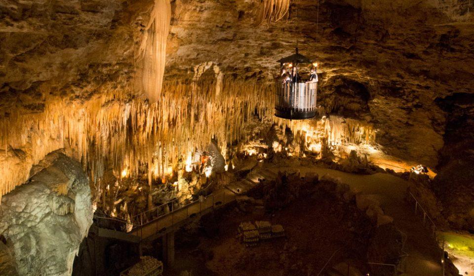calata dalla dolina con la navicella all'interno della grotta di proumeyssac