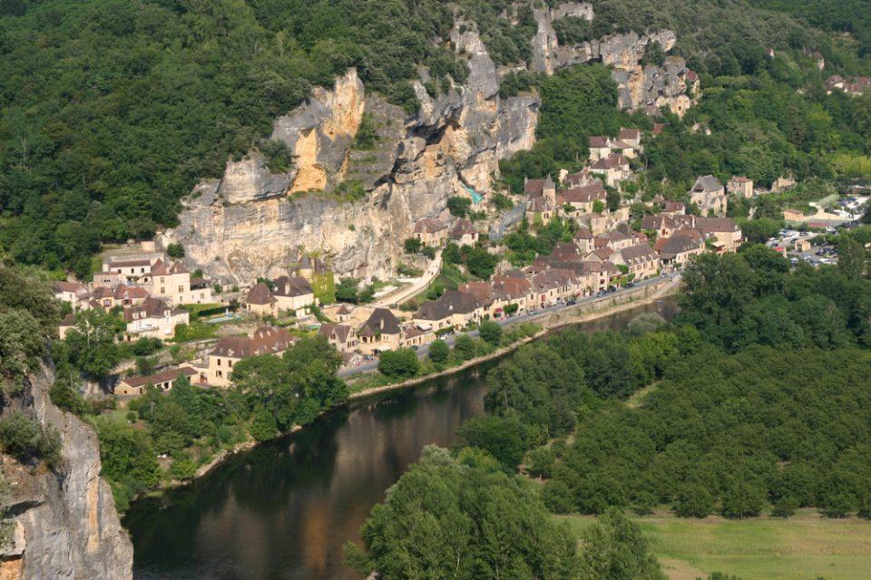paese nella roccia in francia la roque gageac