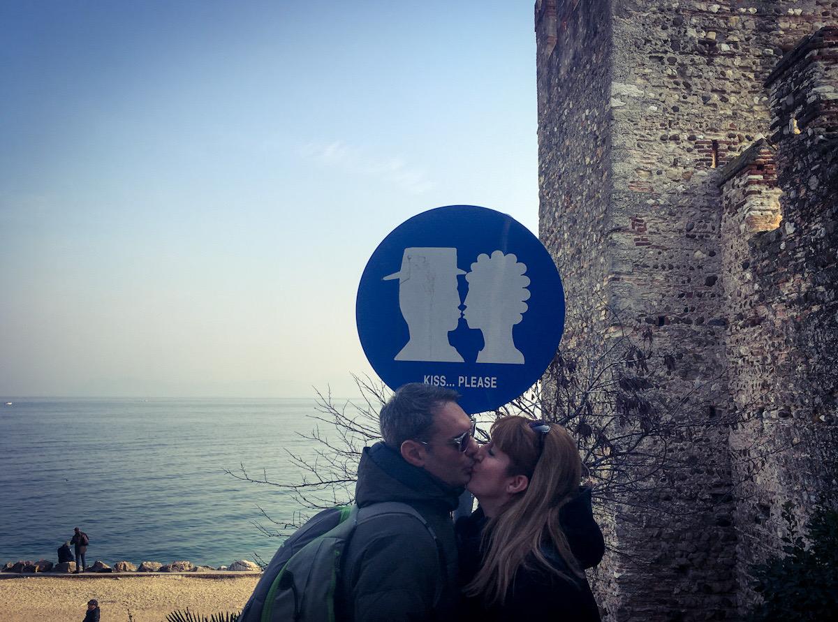 Kiss Point alla passeggiata delle muse di sirmione sul lago di garda
