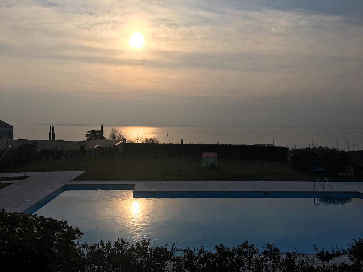 Panorama sul lago di garda dal residence relais rosa dei venti