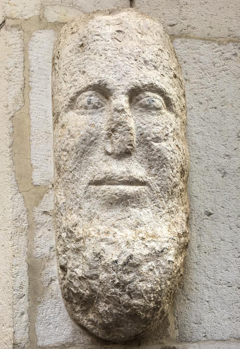 Il Mostasù dèle Cosére è un bassorilievo in contrada Cossere a Brescia. Una leggenda racconta il motivo per cui il naso è stato rotto.