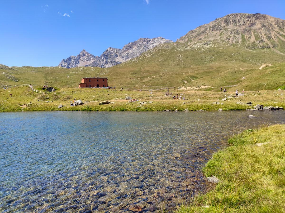 Lagonin Val Viola di fronte al rifugio