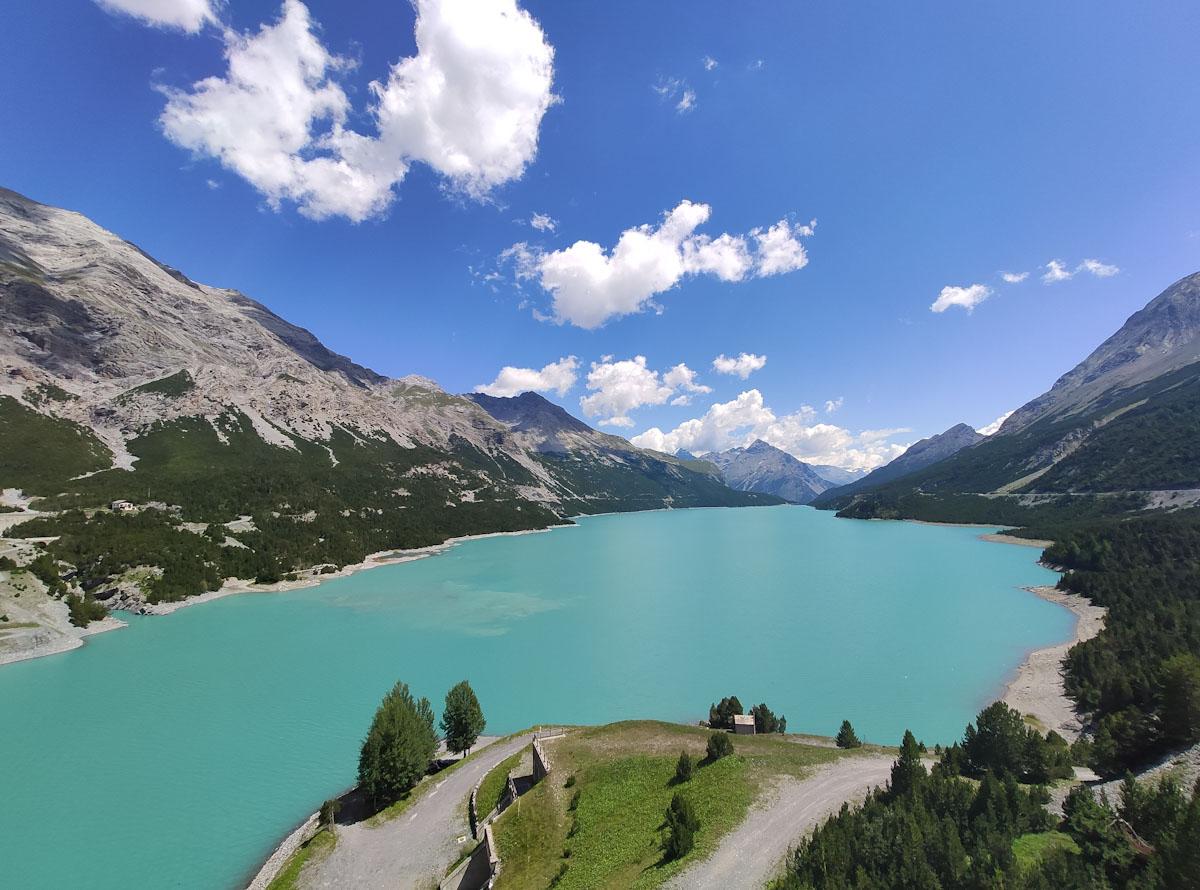 Panorama dalla diga che separa il Lago di San Giacomo di Fraele dal Lago di Cancano