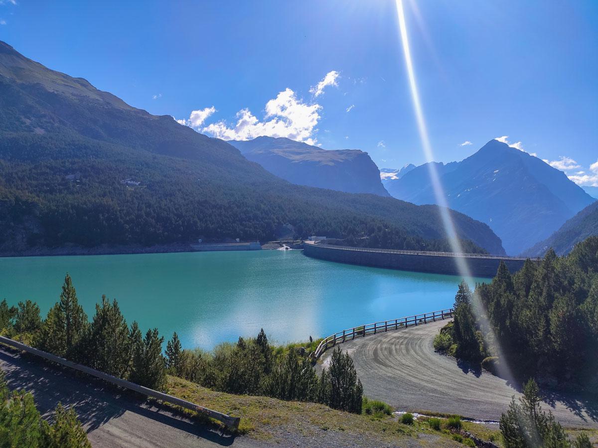 Discesa verso la diga del Lago di Cancano