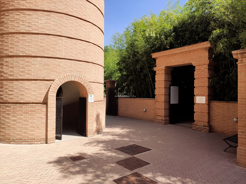 Ingresso al Labirinto della Masone e torre del Belvedere