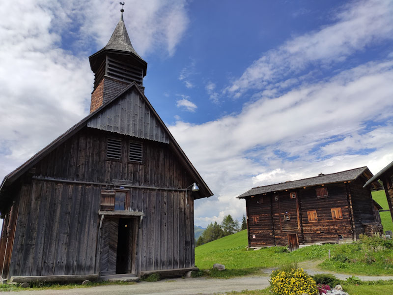 Chiesa in legno più antica della Svizzera a Obermutten