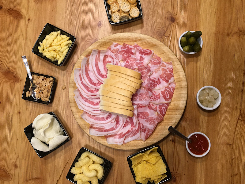 aperitivo tipico valtelilnese ad Aprica ristorante bar Bistrot