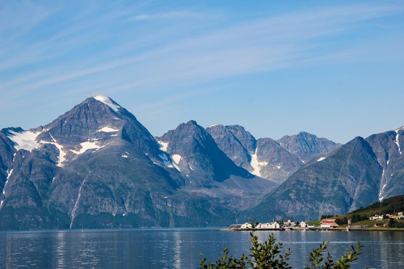 Montagne e fiordi norvegesi verso Tromso