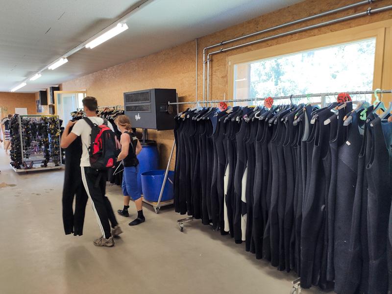 Swiss River Adventures sede e abbigliamento fornito per il rafting